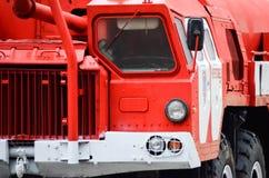 CEREPOVEC, RUSSIA - 30 novembre 2017: Camion dei vigili del fuoco pesante del primo piano Fotografie Stock Libere da Diritti