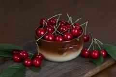 Cereza dulce en la tabla Fotografía de archivo