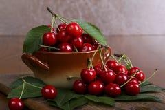 Cereza dulce en la tabla Imagen de archivo libre de regalías