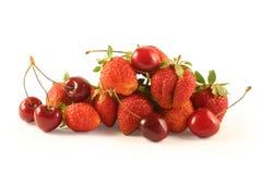 Cereza dulce y fresa Foto de archivo libre de regalías