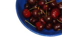 Cereza roja en el platillo Fotografía de archivo libre de regalías