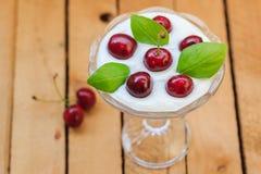 Cerezas de la fruta de postre de la visión superior Imagen de archivo