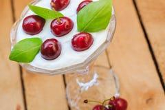 Cerezas de la fruta de postre de la visión superior Fotografía de archivo