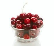 Cerezas dulces en las mercancías de cristal Fotografía de archivo libre de regalías
