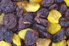Cerezas dulces rojas y de oro de la visión cercana Fotos de archivo