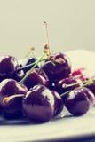 Cerezas maduras jugosas Foto de archivo libre de regalías