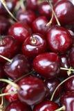 Cerezas rojas frescas imagenes de archivo
