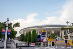 Cerezo Osaka Soccer teamventilators die naar het spel bij Yanmar-Stadion Nagai, Osaka Japan gaan royalty-vrije stock afbeeldingen