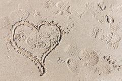 Cerf dans le sable, le symbole pour l'amour Images stock