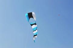Cerf-volant bleu au festival international de cerf-volant, Ahmedabad photographie stock libre de droits