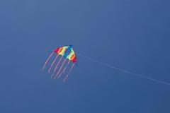 Cerf-volant dans le ciel photo stock