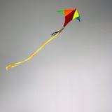 Cerf-volant en ciel nuageux Images libres de droits