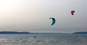 Cerf-volant surfant, île de jetée Photographie stock libre de droits