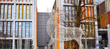 Cerfs communs faits comme décoration à partir des lumières électriques image libre de droits