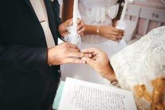 Cerimónia de casamento na igreja Fotografia de Stock Royalty Free