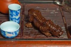 A cerimónia de chá ajustou-se com figura do tigre Fotografia de Stock Royalty Free