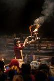 Cerimónia de Ganga Aarti no ghat de Lalitha em Varanasi Foto de Stock