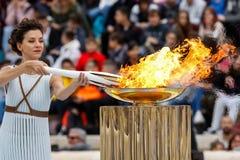 Cerimônia da chama olímpica para Olympics de inverno foto de stock