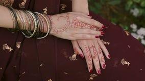 Cerimônia de casamento indiana Mão de Mehendi vídeos de arquivo