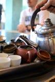 Cerimônia de chá chinesa formosa Potenciômetro do chá, copos imagens de stock royalty free