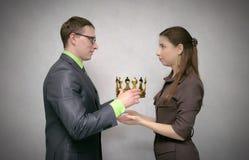 Cerimônia de entrega dos prêmios Concessão com coroa do ouro foto de stock royalty free