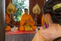 Cerimônia tailandesa da monge do casamento, foco macio fotografia de stock royalty free