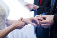 Cerimônia da aliança de casamento fotografia de stock royalty free