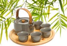 Cerimônia de chá chinesa na folha de bambu Fotografia de Stock Royalty Free