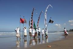 Cerimônia de Melasti na praia de Seminyak Imagem de Stock Royalty Free