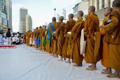 Cerimonia del Alms-giving a Bangkok Immagine Stock