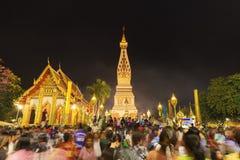 Cerimonia della gente per adorare il bello a Wat Phra Thatphanom immagine stock libera da diritti