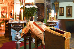 Cerimonia di cerimonia nuziale ortodossa in chiesa Fotografie Stock
