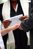 Cerimonia di cerimonia nuziale - scambio di anelli Fotografia Stock Libera da Diritti