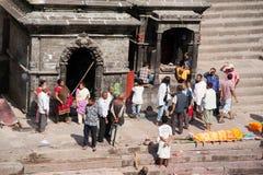 Cerimonia di cremazione al tempio di Pashupatinath Il Nepal, Kathmandu Fotografie Stock