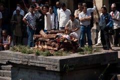 Cerimonia di cremazione al tempio di Pashupatinath Il Nepal, Kathmandu Fotografia Stock