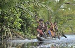 Cerimonia di guerra della canoa della gente di Asmat Immagine Stock