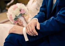 Cerimonia di nozze alla chiesa Immagine Stock