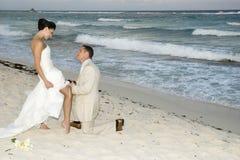 Cerimonia nuziale di spiaggia caraibica - fascia di giarrettiera Fotografia Stock Libera da Diritti