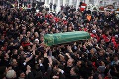 Cerimonie funeree dell'assistere turco anziano Immagini Stock