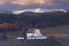 Cerin kościół i Krizna góra przy wiosną obraz stock