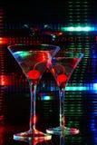 Cerise dans martini photographie stock