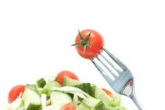 Cerise de tomate sur la fourchette. Régime Image stock