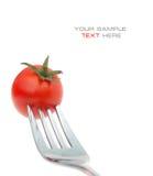 Cerise de tomate sur la fourchette. Régime Images stock