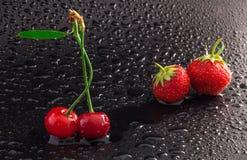 Cerise et fraises Photo libre de droits