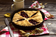 Cerise et tarte aux pommes images libres de droits