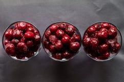 Cerise rouge surgelée en trois verres Photographie stock libre de droits