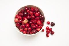Cerises Cerise Cerises dans la serviette de cuvette et de cuisine Cerise rouge Cerises fraîches Cerise sur le fond blanc Concep s Photo stock