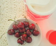 Cerises rouges Photos libres de droits