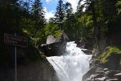 Cerisey-Wasserfall nahe ` Spanien, Hautes-Pyrénées, Frankreich Cauterets und Pont d lizenzfreies stockbild