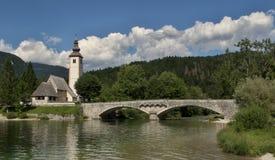 Cerkev SV Chiesa di Janeza Krstnika nel ev Laz del  di RibÄ sul lago Bohinj nel parco nazionale di Triglav in Slovenia immagine stock libera da diritti